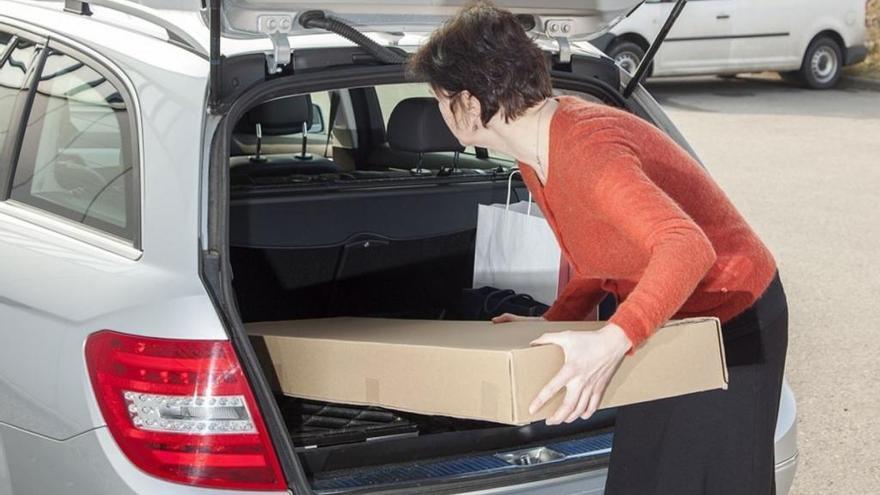 Así es como puedes transportar muebles en tu coche sin que te multen
