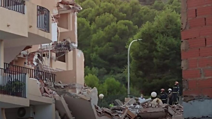 Dues persones atrapades en l'esfondrament d'un edifici de tres plantes a Peníscola
