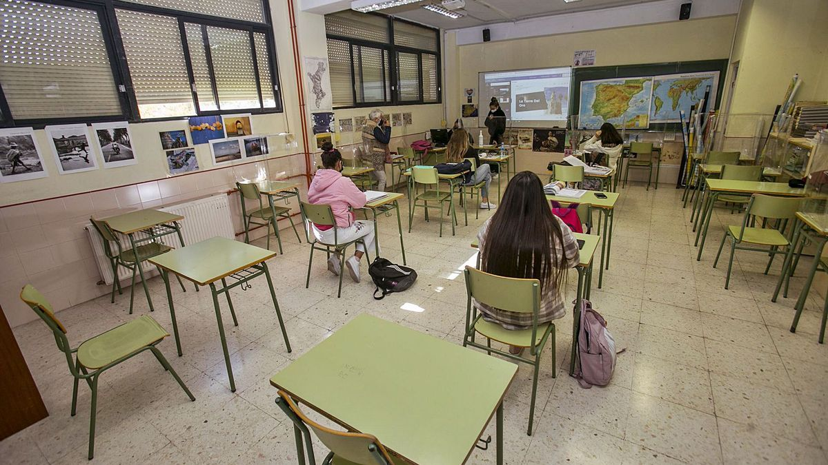 Half-empty classroom in one of the province's institutes for fear of coronavirus infections