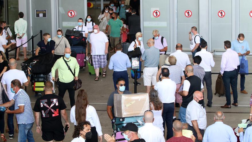 Una treintena de aerolíneas ofertan en el último trimestre 2,1 millones de plazas