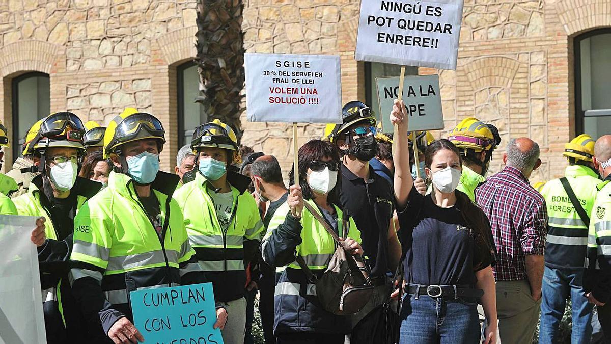 Los bomberos forestales exigen soluciones a la temporalidad | JM LÓPEZ