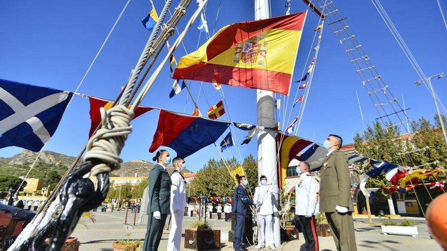 Solemne izado de bandera en Cartagena
