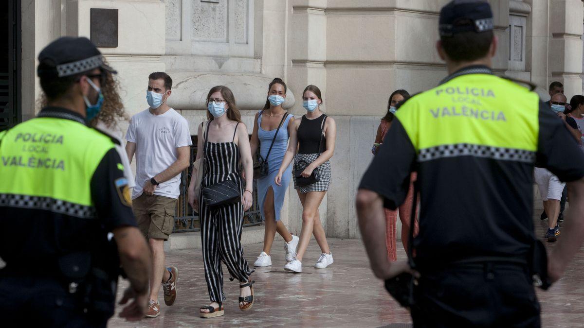 Cinco heridos en una pelea en un bar en Valencia.