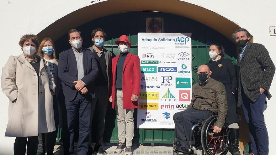 """La ACP de Málaga entrega su """"Adoquín Solidario"""" para renovar el comedor del colegio Dulce Nombre"""