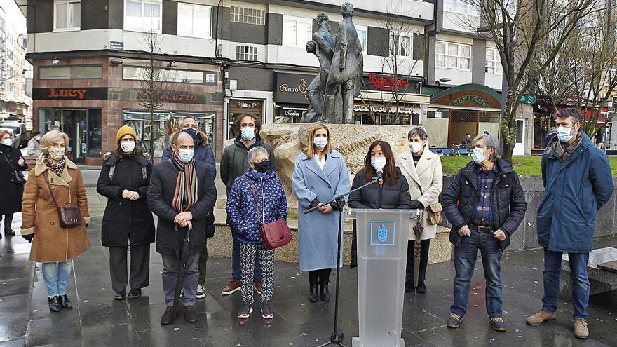 El monumento a los Liberales regresa siete años después a la plaza de As Conchiñas