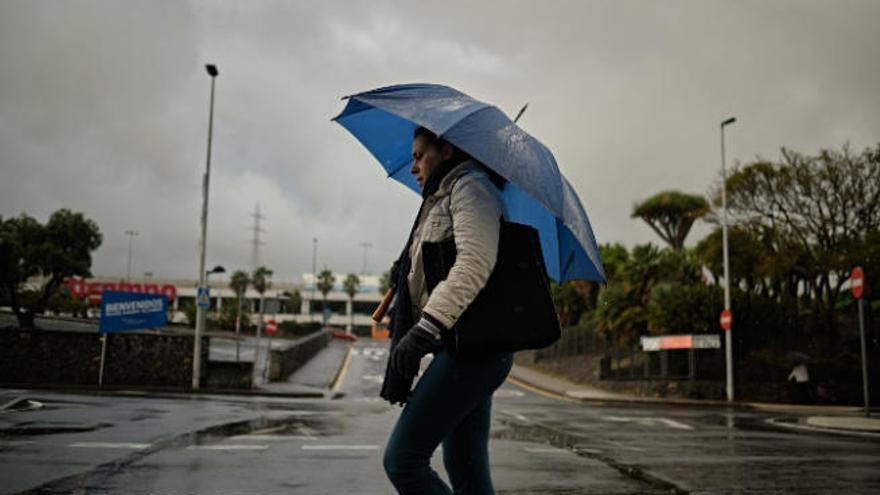 La gota fría deja un puente de diciembre tormentoso en Canarias