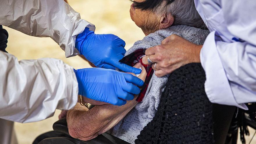 El 99% de los ancianos de geriátricos tienen inmunidad tres meses después de la vacuna
