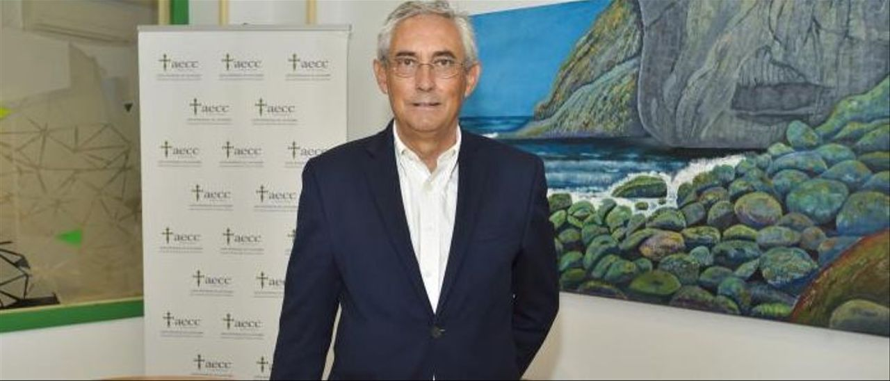 Fernando Fraile, en su despacho de la Asociación Española contra el Cáncer. | ANDRÉS CRUZ