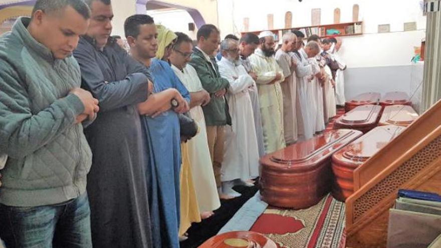 La comunidad musulmana despide a los inmigrantes que fallecieron al naufragar una patera