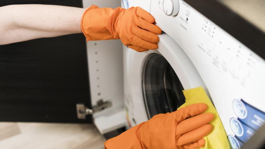 Cómo limpiar la goma de la lavadora y quitar las manchas de moho
