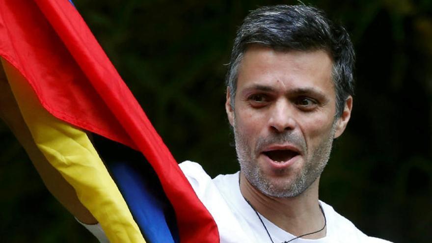 Leopoldo López vuelve a casa bajo arresto domiciliario