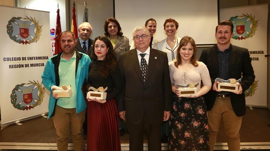 Egresados y profesores, premiados por el Colegio de Enfermería