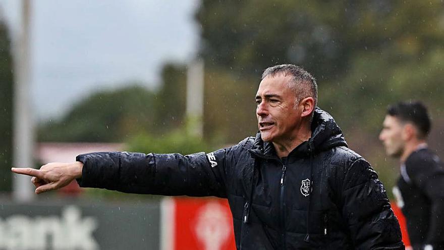 """El entrenador del UP Langreo, muy satisfecho con su equipo: """"Tengo la autoestima muy alta por lo que he visto en estas dos semanas"""""""