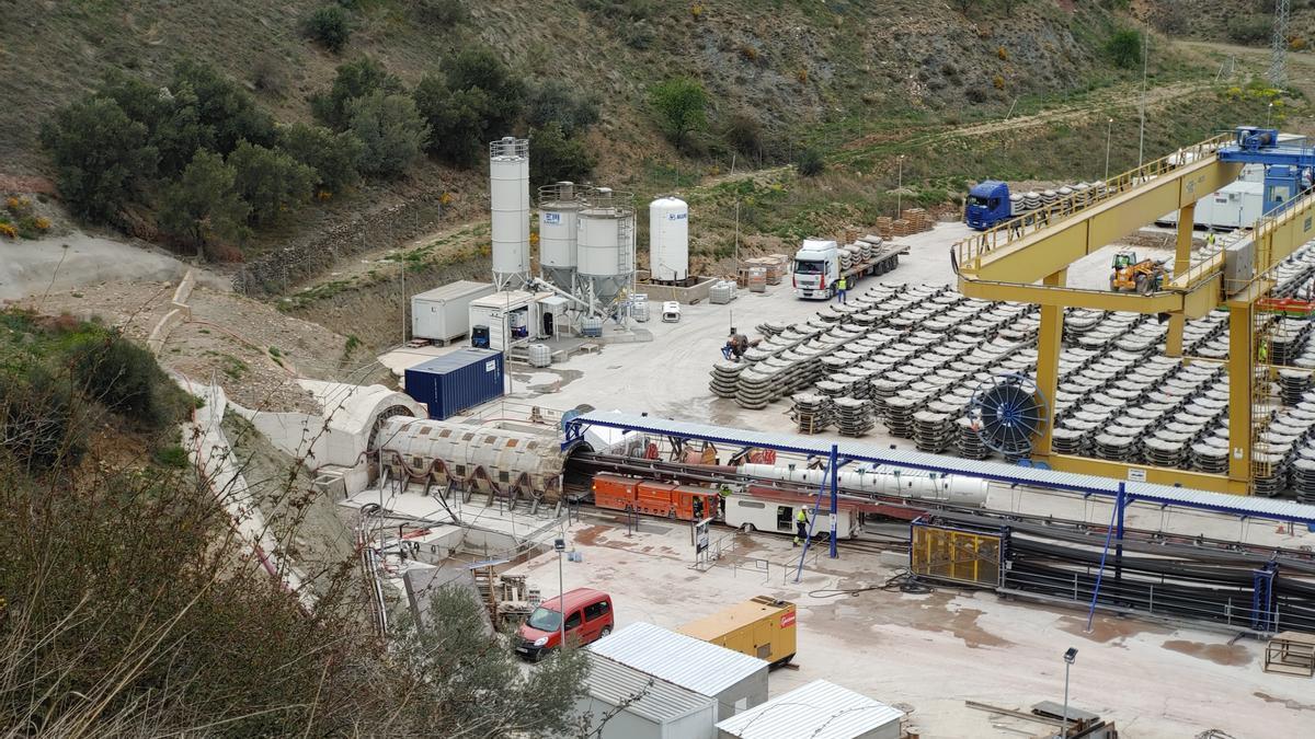 Obras de horadación del túnel que debe llevar agua del Jalón al embalse de Mularroya.