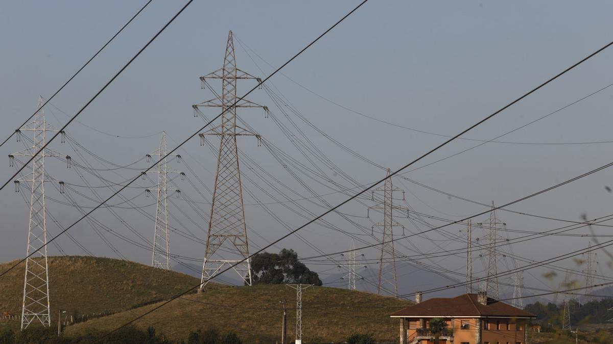 Imagen de líneas eléctricas en Asturias