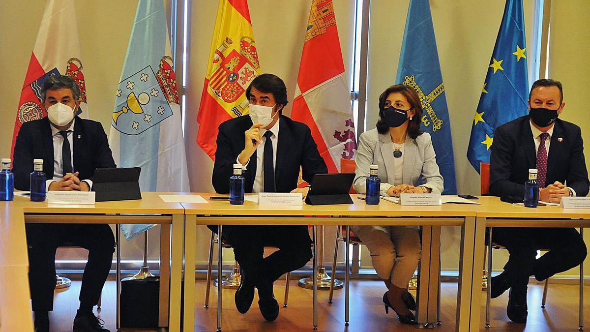 Consejeros autonómicos de Medio Ambiente de las comunidades loberas, ayer. |   // J. CASARES