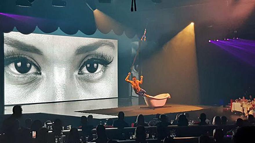 Acróbatas del Cirque du Soleil protagonizan la reapertura de Son Amar