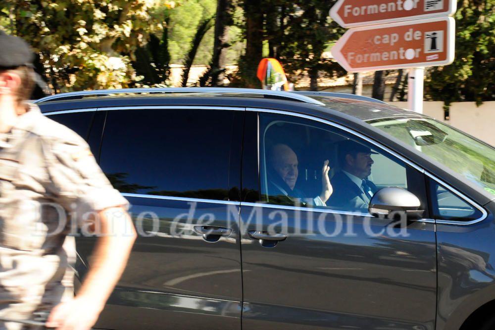 Los Reyes eméritos, don Juan Carlos y doña Sofía, llegando a la boda de Rafa Nadal y Mery Perelló.