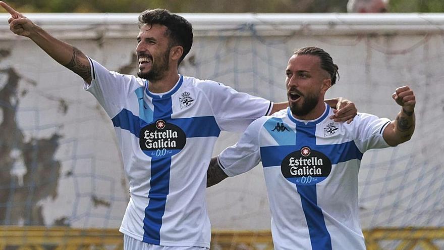 Alberto Quiles celebra el primer gol de la tarde junto a Héctor Hernández. |  // LOF