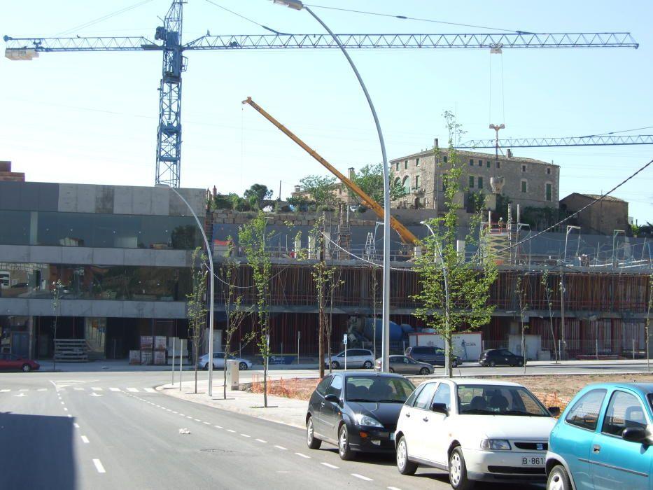 Naus en construcció al carrer Sallent (2007)