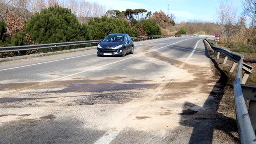 Dos morts en la col·lisió frontal d'un turisme i un camió a la C-35, a Hostalric