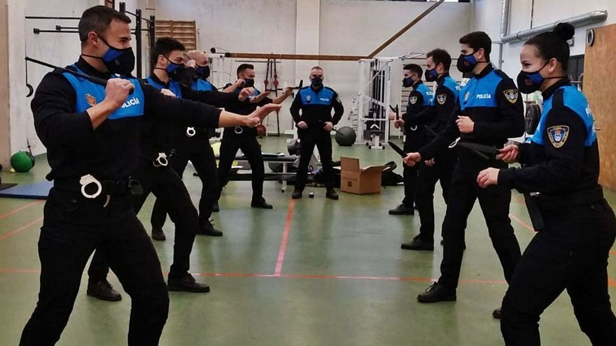 Los nuevos policías ovetenses, a punto en defensa personal