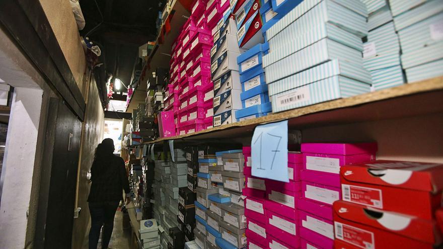 La caída del calzado y la pérdida de empuje del sector agrario lastran la exportación provincial