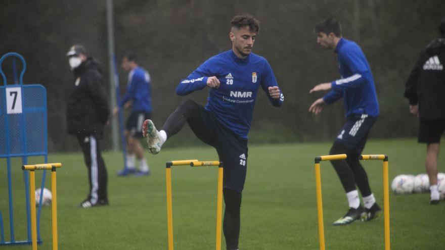 Tejera se entrena en el último entrenamiento del Oviedo de la semana y podrá jugar mañana