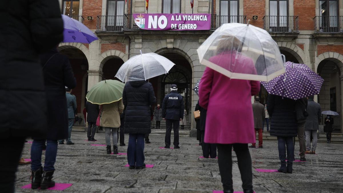 Un momento de la concentración contra la violencia de género en Zamora capital.