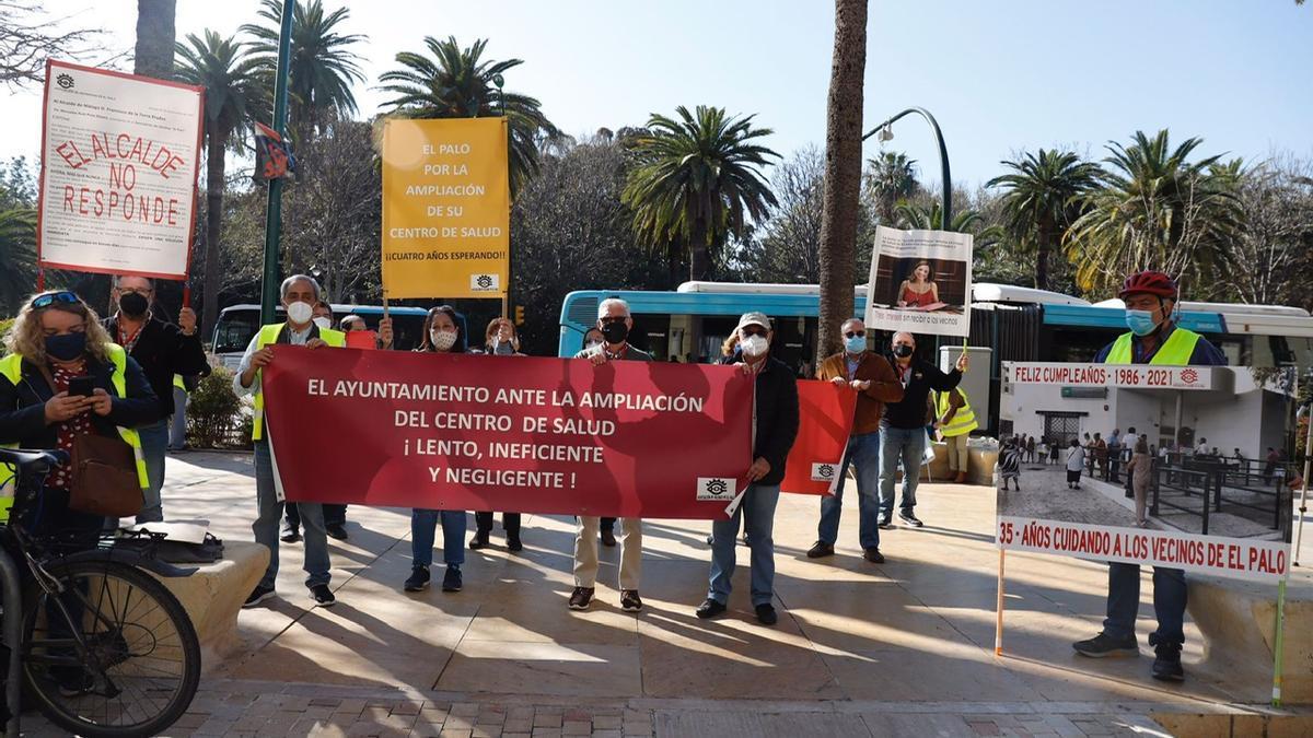 Protesta de los vecinos a las puertas del Consistorio