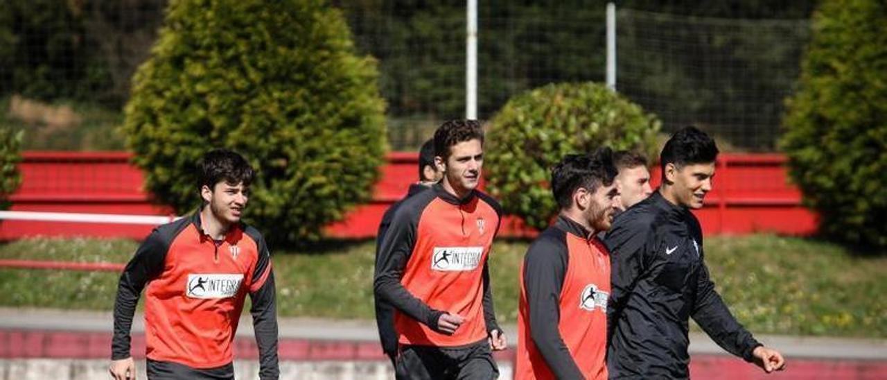 Por la izquierda, Guille Rosas, Gragera, Campuzano, Bogdan y Cristian Salvador, en el entrenamiento de ayer en Mareo.   Juan Plaza