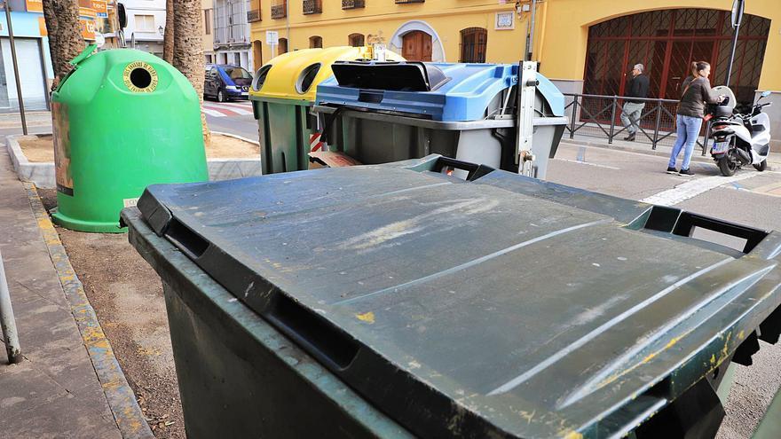 El COR sube la tasa de basura pero urge a los alcaldes a bajarla con el quinto contenedor