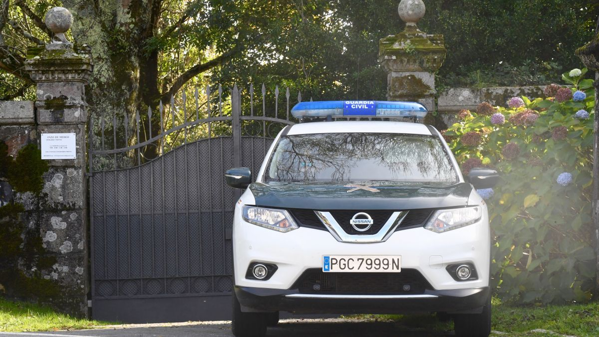Guardia Civil frente al pazo de Meirás.
