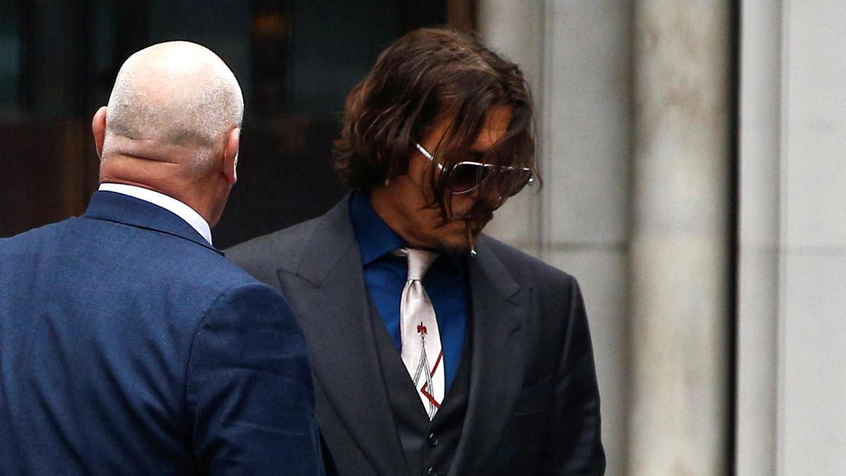 Johnny Depp, a la salida de los juzgados de Londres
