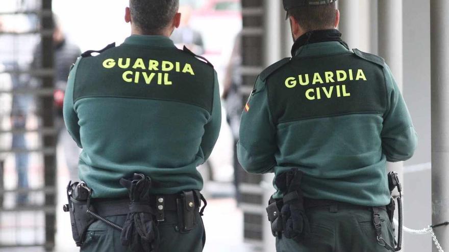 La Guardia Civil detiene a un ladrón que robaba en los coches en la playa de Faneroque