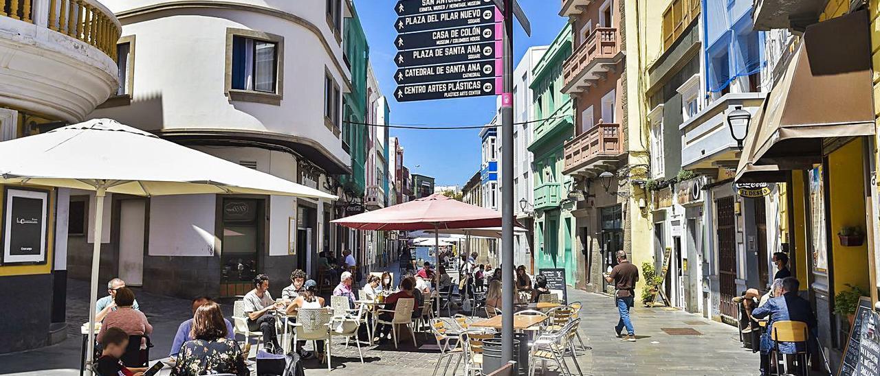 Varias terrazas en el barrio de Vegueta.     ANDRÉS CRUZ