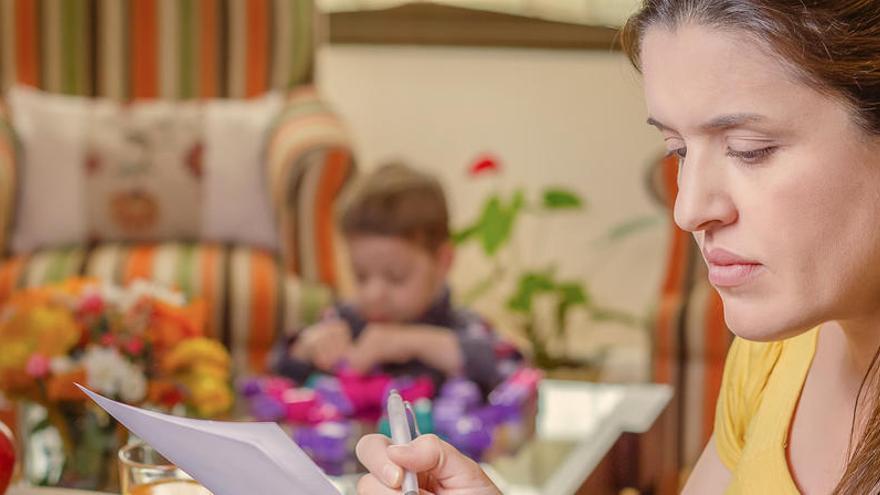 Una de cada cinco mujeres pierde su trabajo por ser madre en España