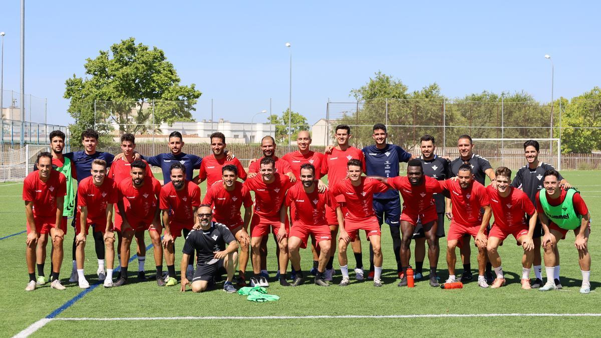 A falta de las últimas incorporaciones, éste es el Deportivo Don Benito 2021-2022 tras su primer entrenamiento.