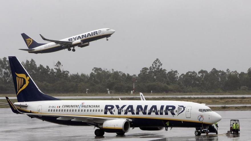 """Ryanair sigue a la """"caza"""" de viajeros: billetes a 7,9 euros desde Galicia y Portugal"""