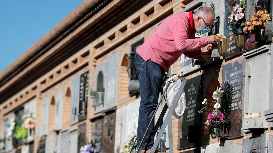 Más de 60.000 personas adelantan sus visitas a los cementerios de València para evitar aglomeraciones