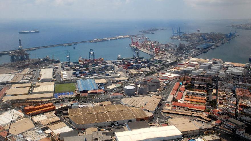 El tráfico de mercancías crece un 32% en el Puerto de La Luz