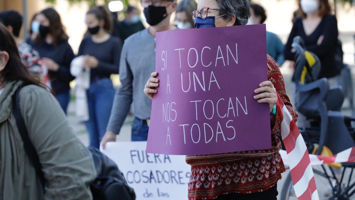 Protesta celebrada ayer en contra de las agresiones sexuales cometidas por un médico de Zaragoza