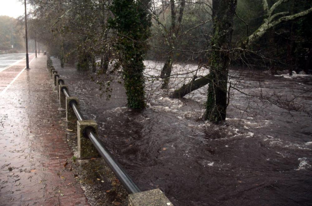 Desbordamiento del río Verdugo a su paso por la playa fluvial.