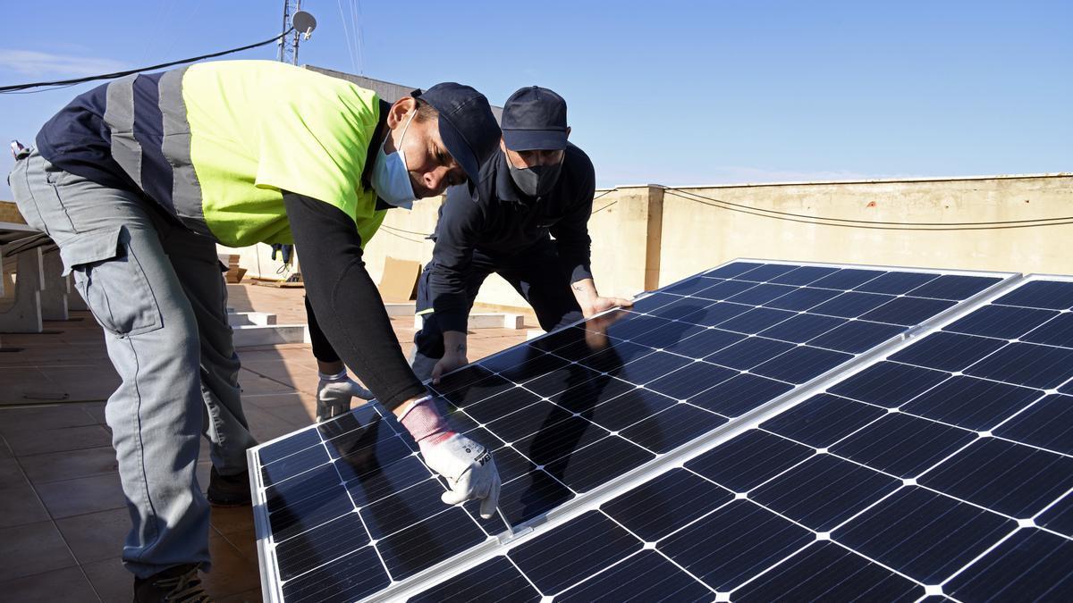Paneles solares en el Ayuntamiento de Paiporta