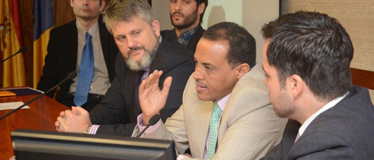 De izquierda a derecha, Íñigo Gracia, Juan José Pérez, Pablo Yuste, Mohamed el Mamoune y el moderador, Daniel Pérez, de MBA Business School.