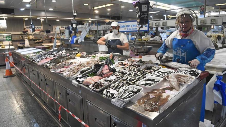 El Ayuntamiento repartirá esta semana nuevo material de protección en los mercados municipales