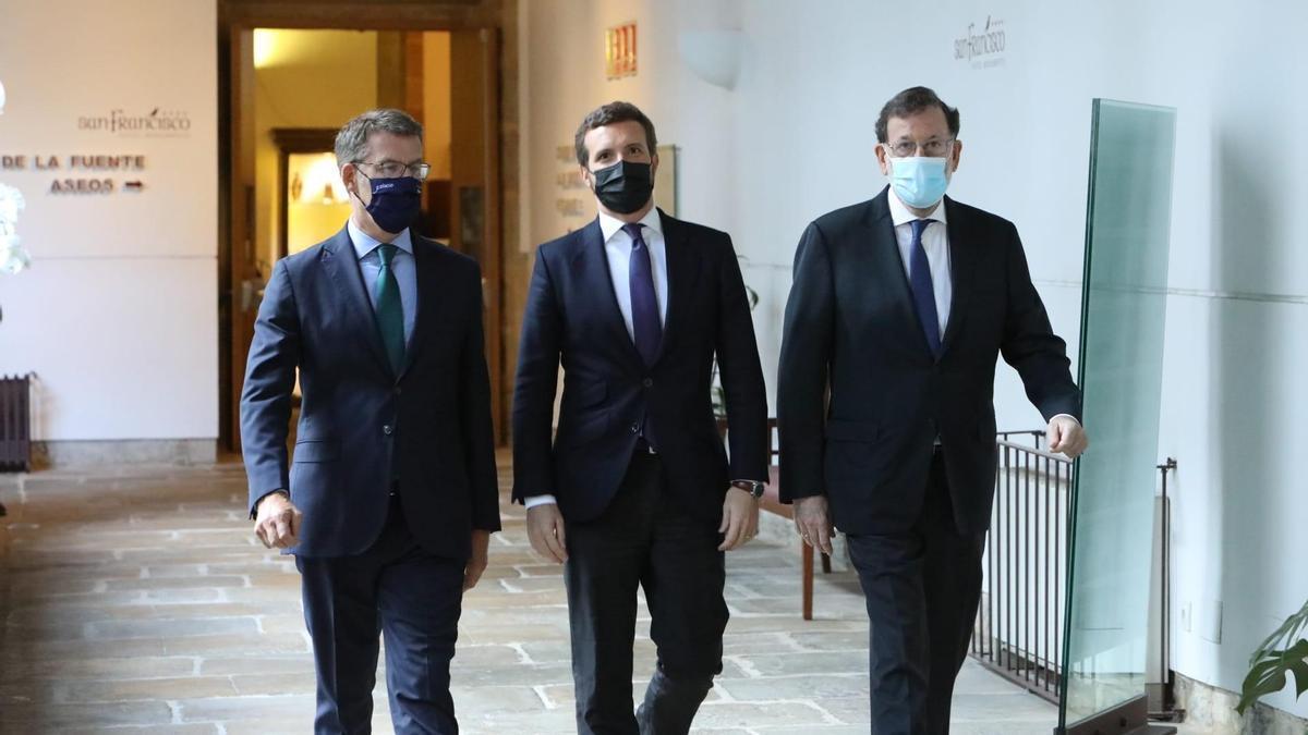 Casado, con Feijóo y Rajoy en el Hotel Convento San Francisco