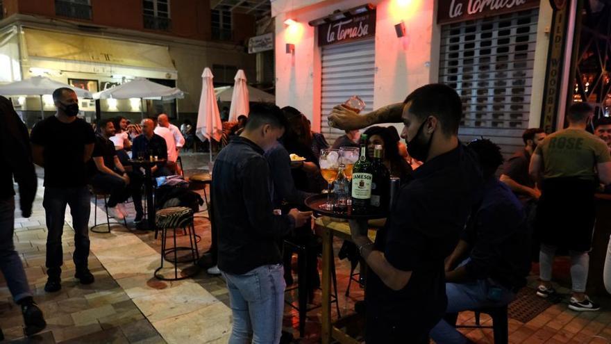 Málaga vive su primera noche sin toque de queda en seis meses