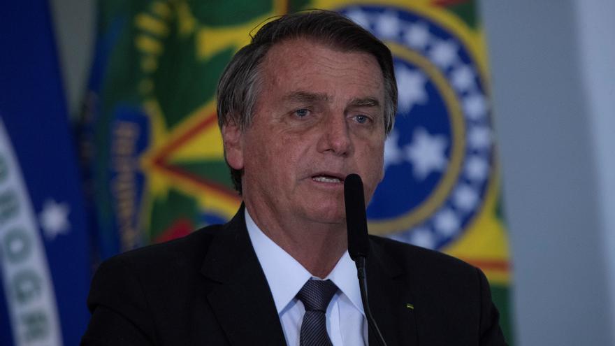 Bolsonaro revela que su esposa se vacunó en EEUU y recibe una ola de críticas