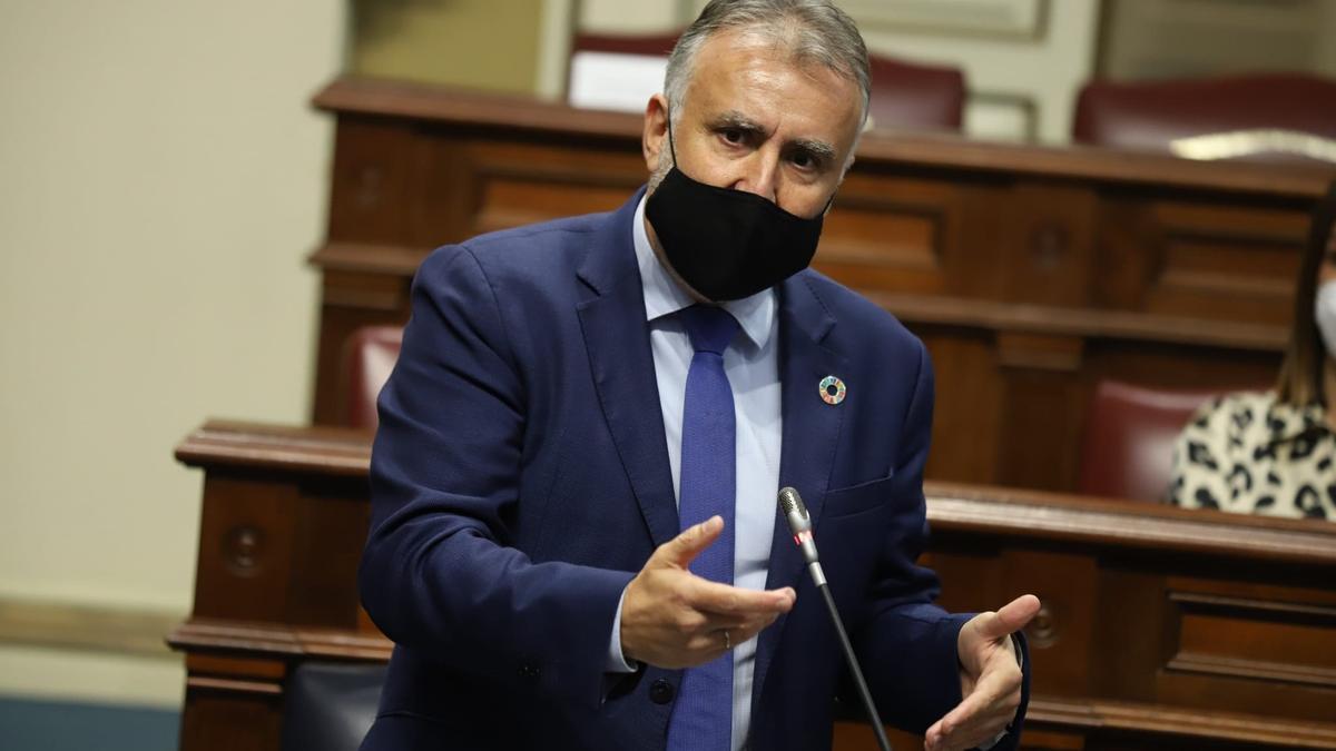El presidente Ángel Víctor Torres en el Parlamento de Canarias.